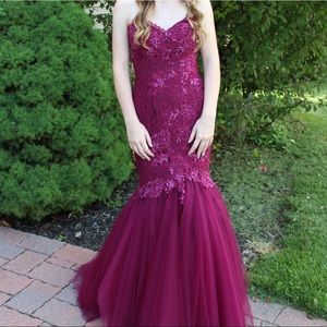 Dresses & Skirts - BEAUTIFUL full length prom dress